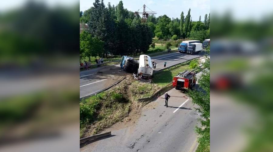 ФОТО: Тројца загинати во сообраќајката кај Куманово