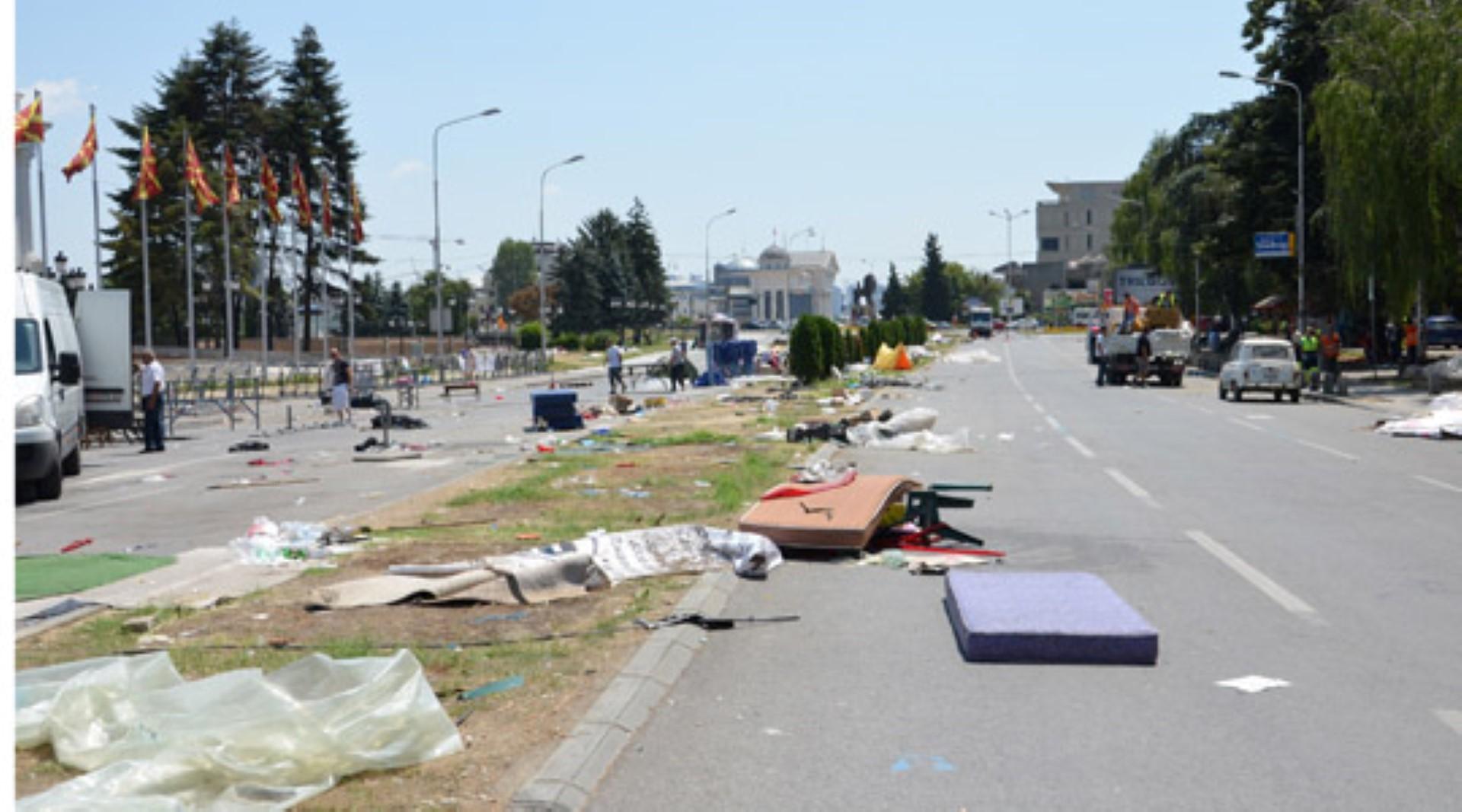 ФОТО: Исчистен просторот пред Владата