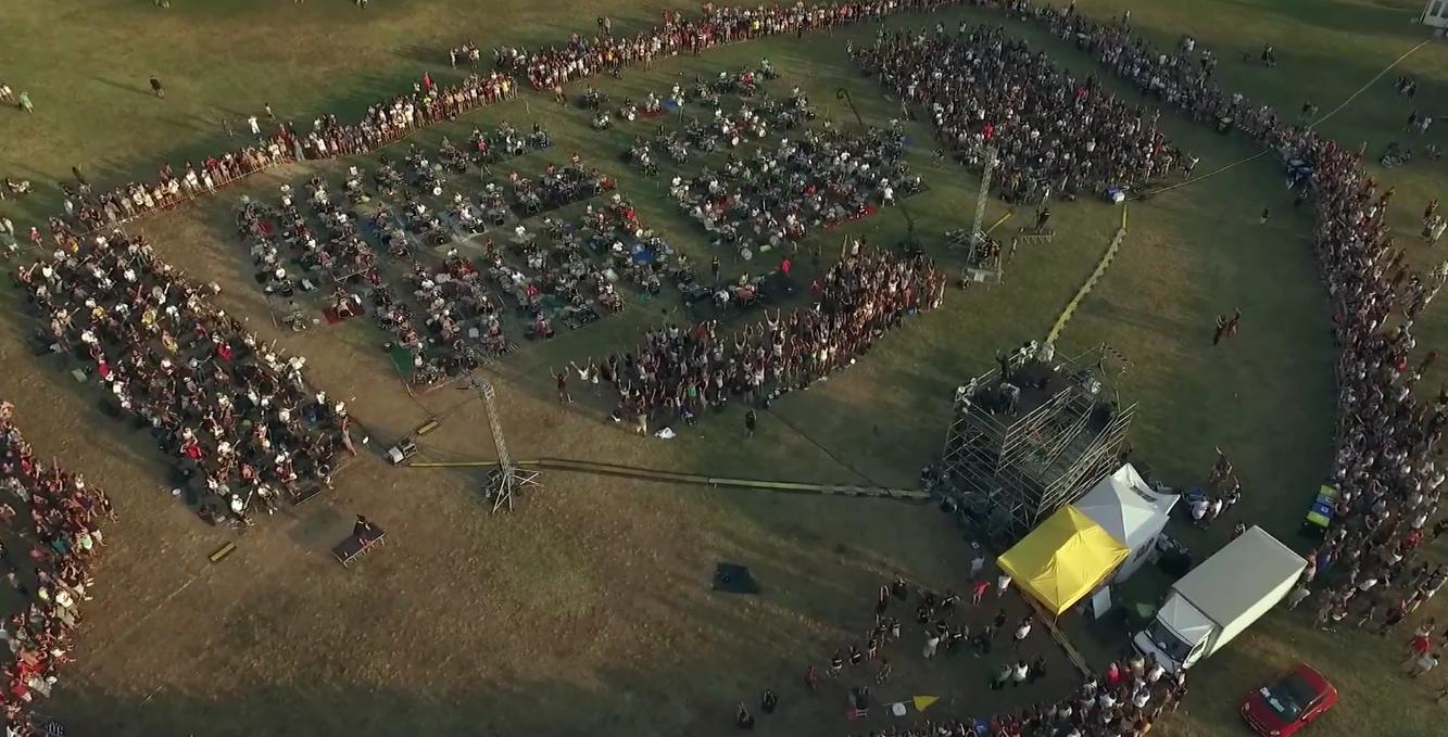 Италија: 1000 музичари со песна ги повикаа Foo Fighters да одржат концерт