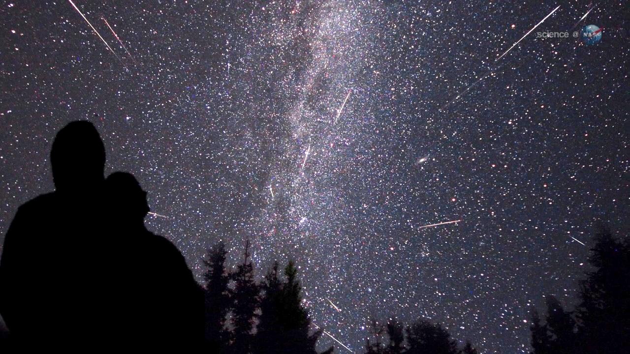 Спектакуларен метеорски дожд: Следната недела Персеидите ќе го осветлат небото
