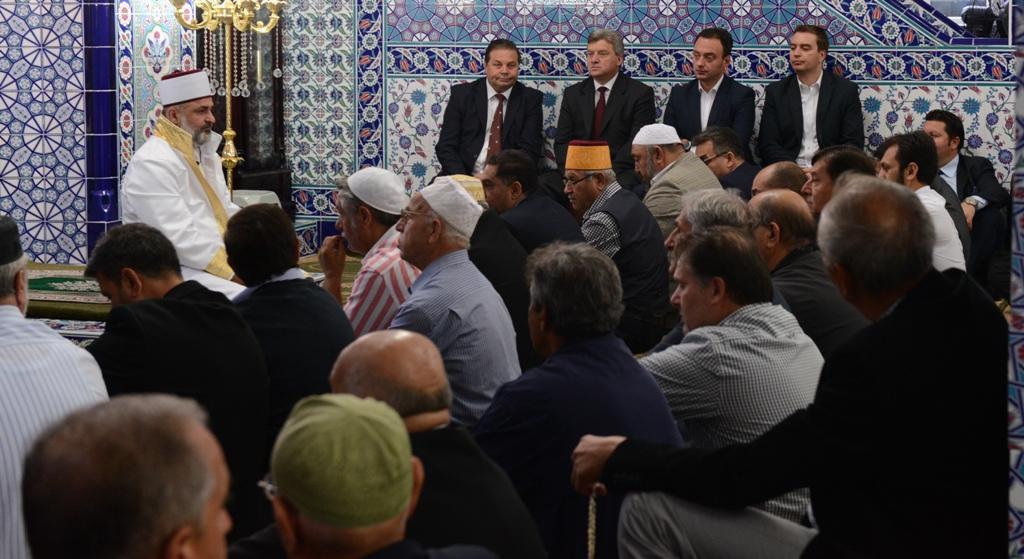 Иванов на Курбан Бајрам во џамијата во Шуто Оризари