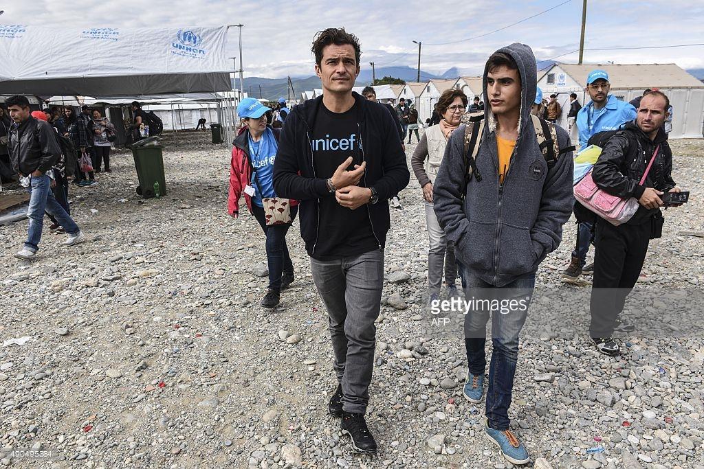 Орландо Блум во  Македонија: Актерот ги посети бегалците во прифатниот центар во Гевгелија