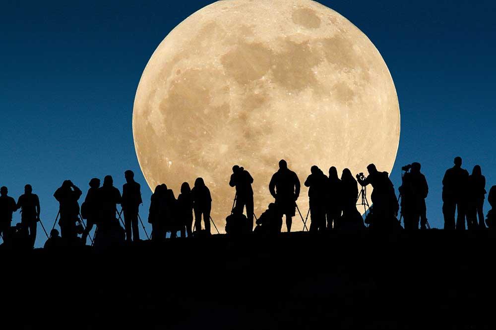 """Утре нѐ очекува вистински спектакл на небото: Целосно помрачување на """"Црвената Месечина""""!"""