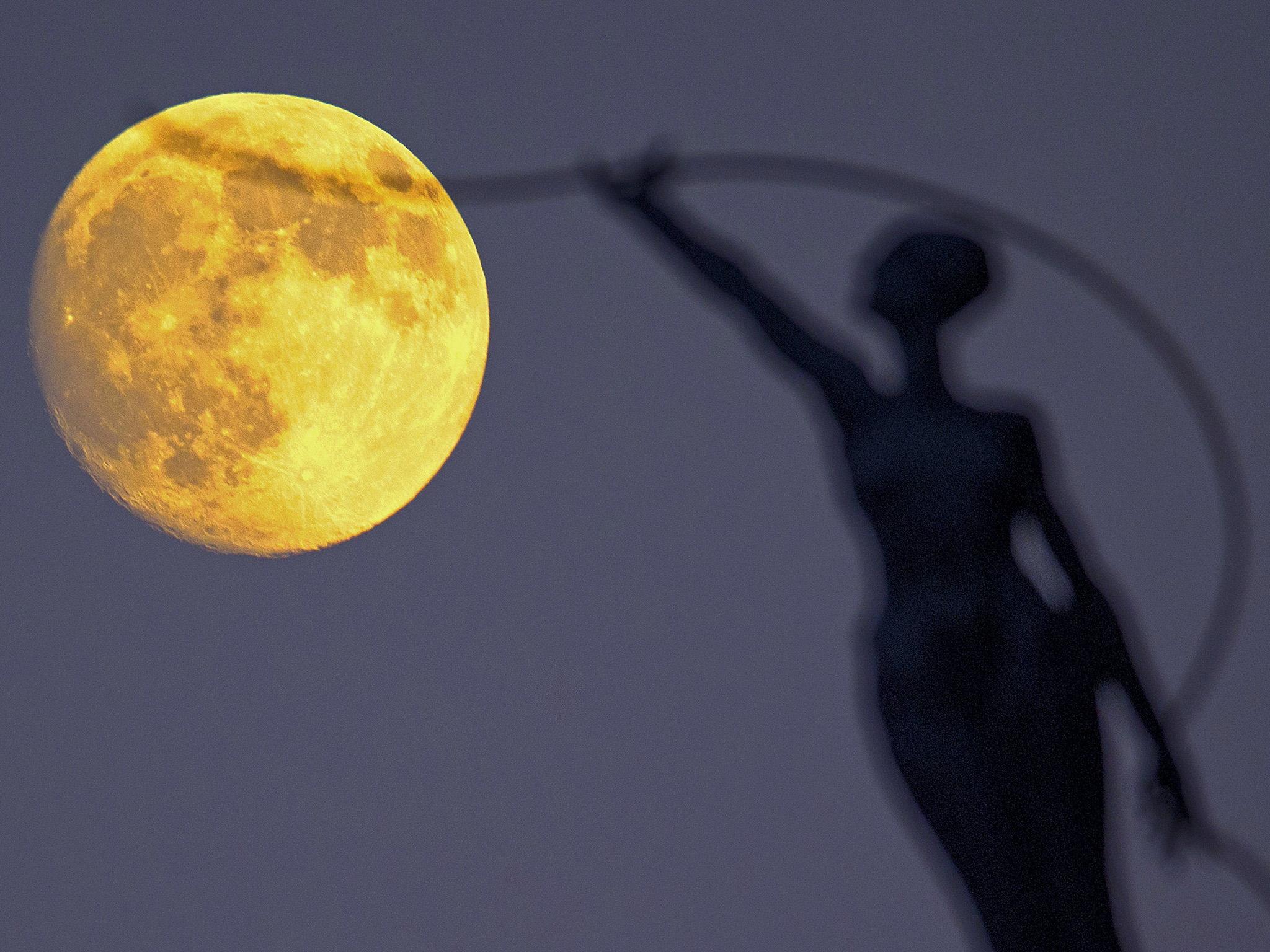 """ВИДЕО: Вечерва на небото ќе се затемни """"крвавата"""" Месечина - феноменот ќе се гледа и од Македонија"""