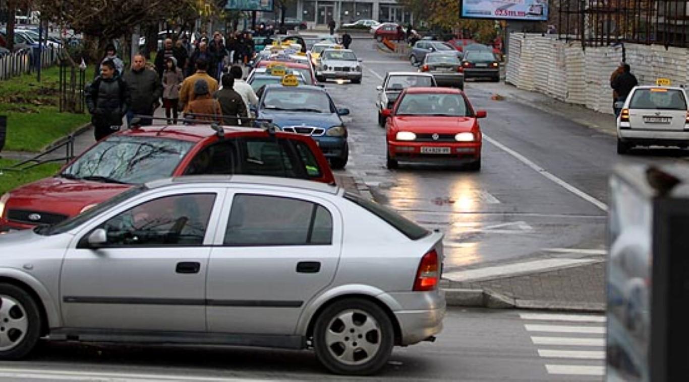 Во Скопје викендот 37 сообраќајки, пајакот отстранил 176 возила
