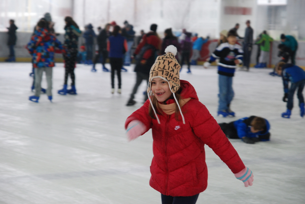 """ФОТО: Преку 150 деца на отворениот ден на хокеј арената во СЦ """"Борис Трајковски"""""""