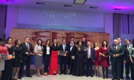 """ВИДЕО: По 10-ти пат доделени наградите """"Најпопуларни 2015"""""""