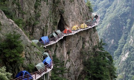 Екстремно кампирање на височина од 1.700 метри (ФОТО)