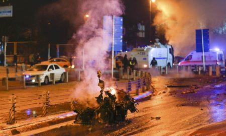 Најмалку 29 погинати и 166 ранети во двете синоќешни експлозии во Истанбул