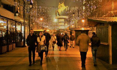 """Новогодишен базар """"Подари среќа"""" на улица """"Македонија"""""""