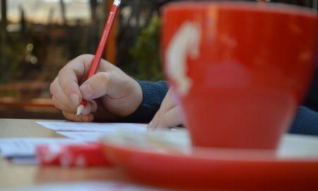 НАМЕСТО СО ПАРИ, СЕ ПЛАЌАШЕ СО ПОЕЗИЈА: Во Македонија одбележан Светскиот ден на поезијата (ФОТОГАЛЕРИЈА)