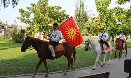 Коњаниците од Горно Лисиче тргнуваат за Крушево
