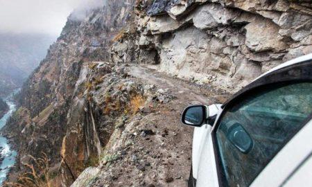 Возење низ тесните патчиња на Хималаите (ВИДЕО)