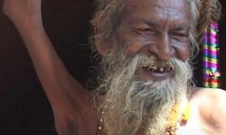 Индиец веќе 40 години живее со крената десна рака (ВИДЕО)