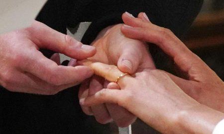 Меган носи прстен од велшко злато, подарок од кралицата