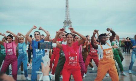 НОВ МИРИС: Avon ги ослободува своите бои и го освојува Париз