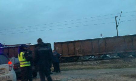 Тешка сообраќајка во Хиподром, воз прегази автомобил